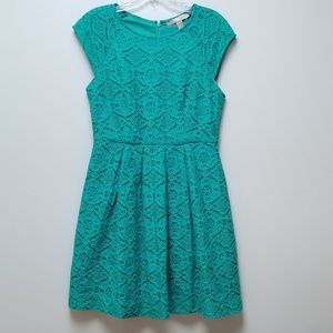 Forever 21 Contemporary Lace Dress Size S